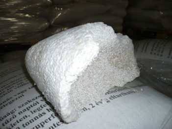 Photo showing Ammonium nitrate breakdown in a bag